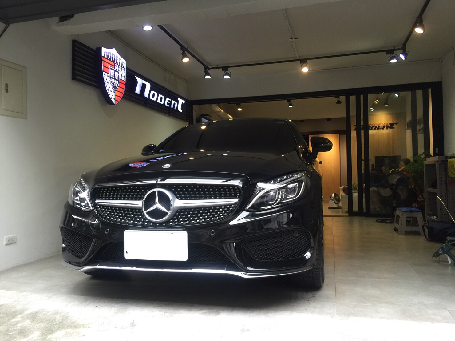 Benz C250 coupe 門鈑凹痕修復