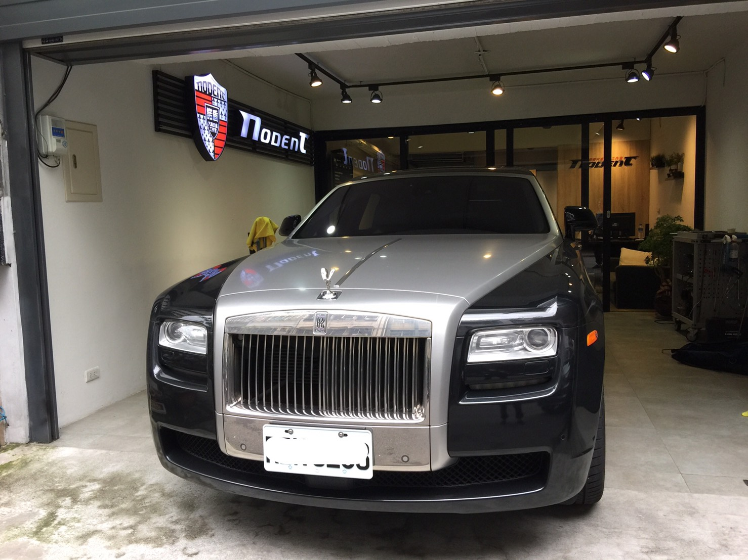 Rolls-Royce phantom 門鈑酒窩修復