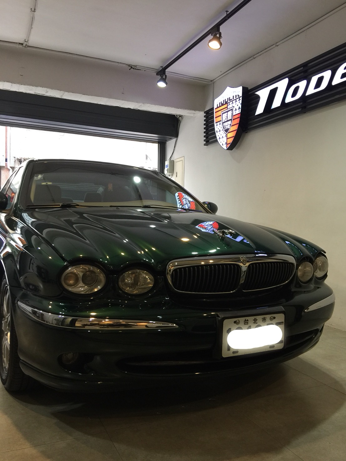 Jaguar X-Type 葉子鈑凹痕修復。